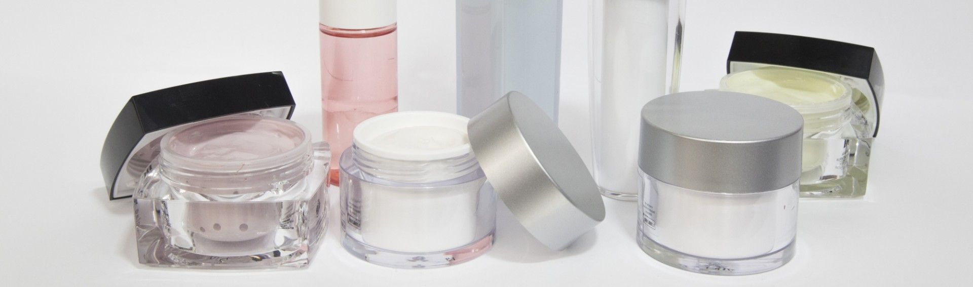 Sinerga develops and manufactures a complete range of dermo-cosmetics.