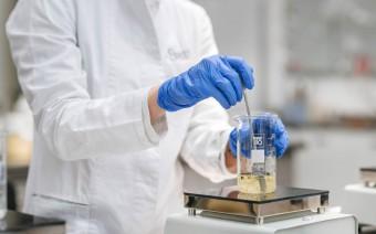 Sinerga possiede una vasta competenza formulativa e chimica nella produzione di prodotti cosmetici