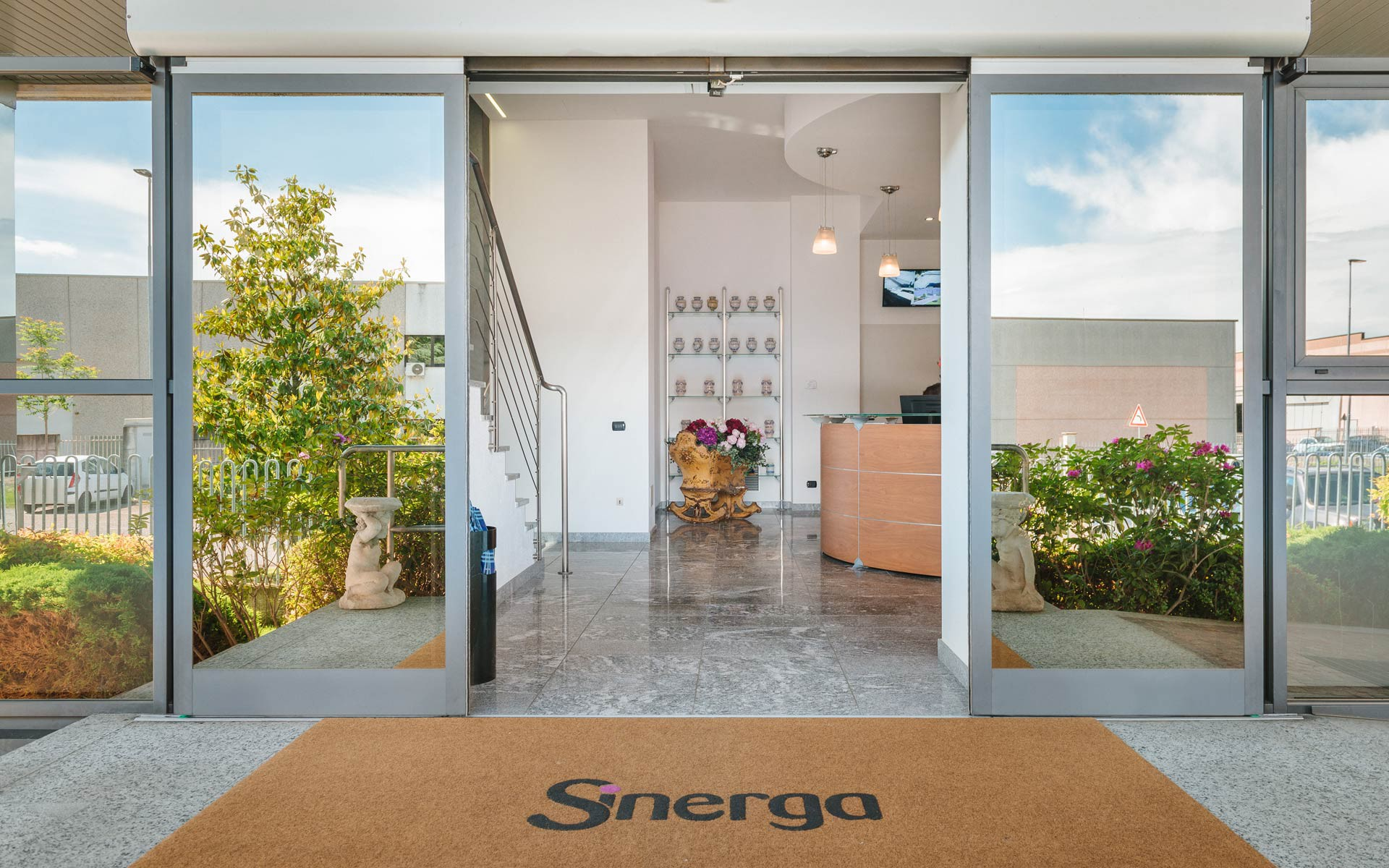 Sinerga's headquarter in Gorla Maggiore comply with quality and environmental standards and assures his clients the highest quality products