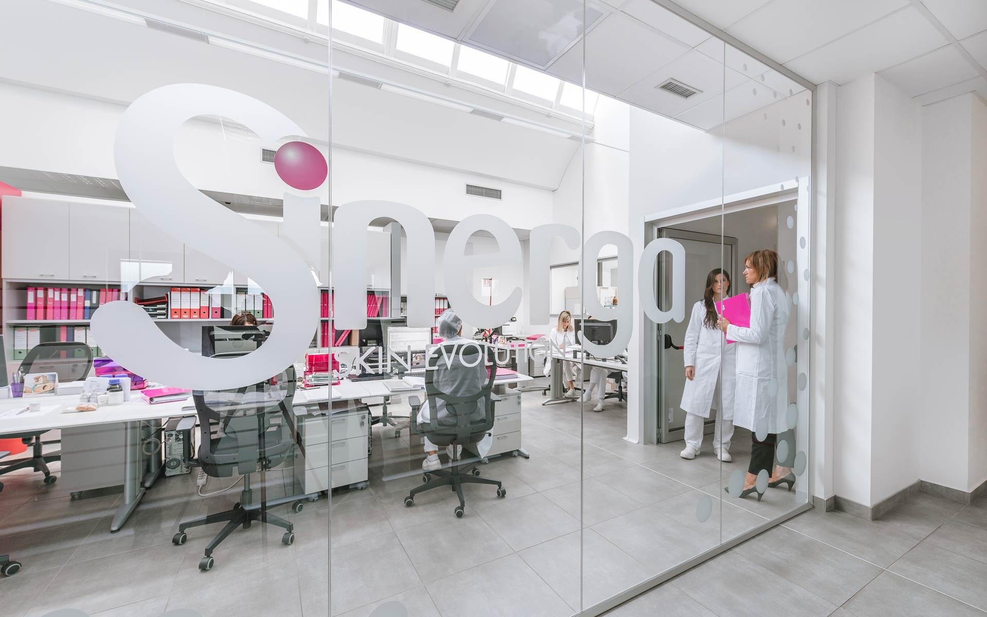 Sinerga ricerca personale per il suo laboratorio cosmetico conto terzi